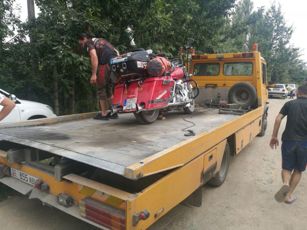 Problemas con la moto en Kirguistán