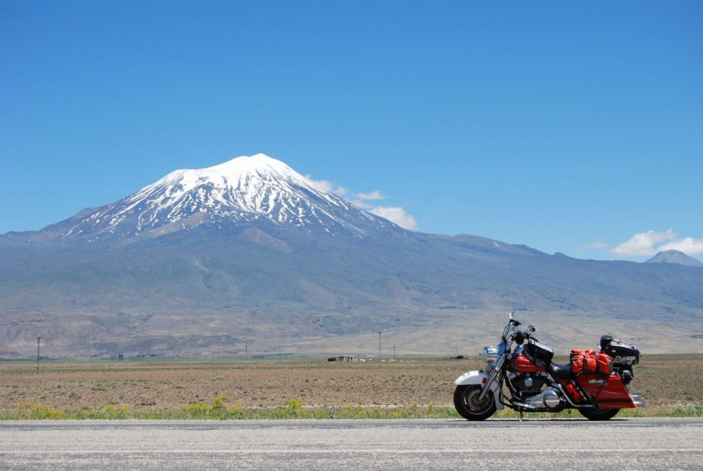 La poderosa silueta del monte Ararat
