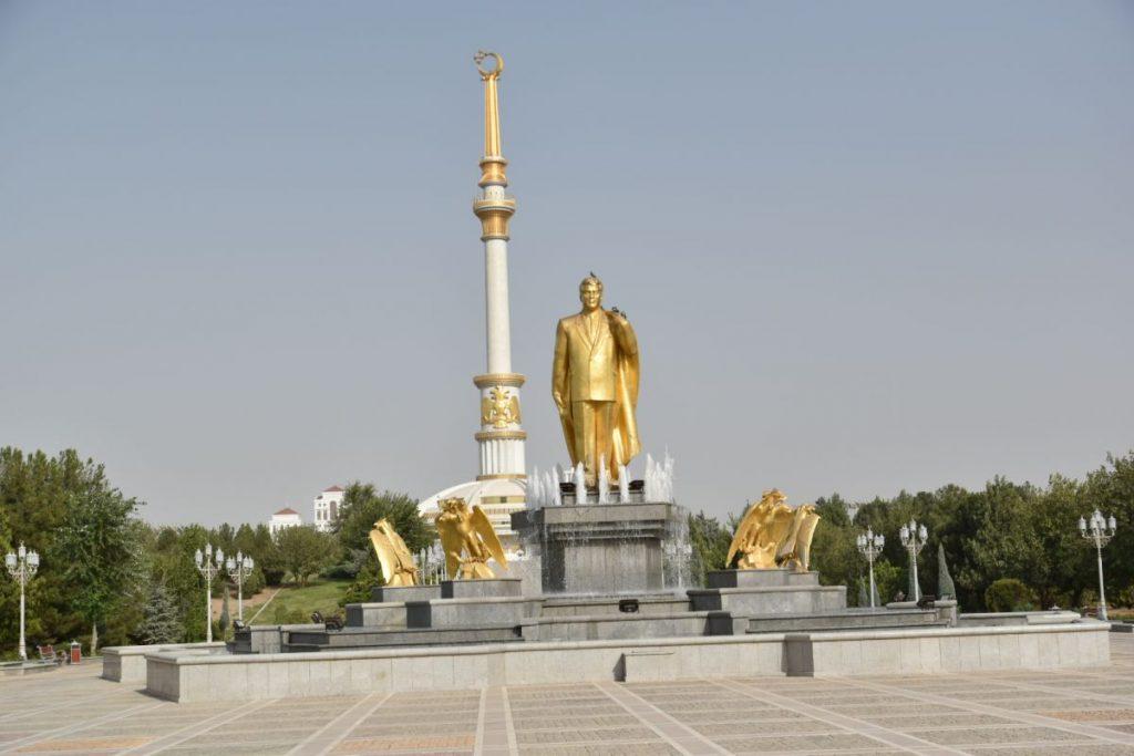 Estatuas de oro de Asghabat �