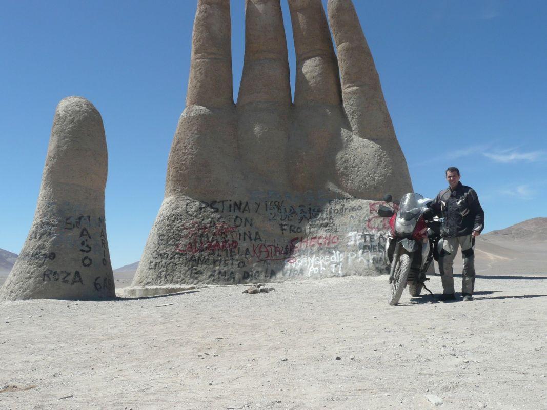 La típica Mano del Desierto, en la Panamericana