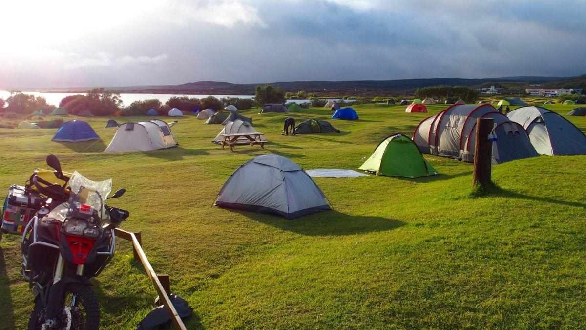 Camping junto al lago Myvatn