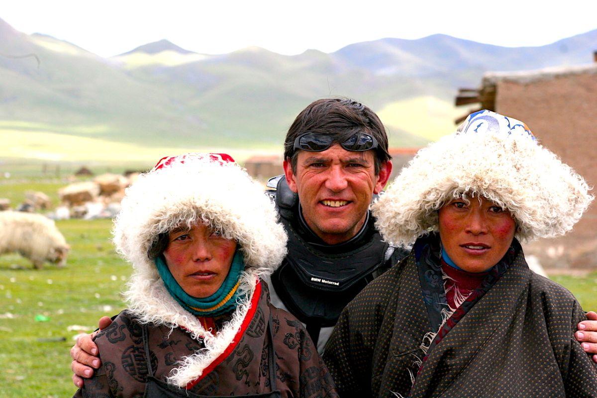 Los encuentros personales dan un amplio sentido al viaje: en la foto, Gustavo Cuervo en el Tíbet