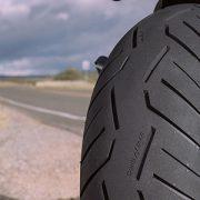 ¿Cuándo debes cambiar los neumáticos de tu moto?
